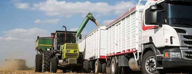 Oficializaron la suba del 12% en el transporte de granos